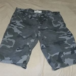 Ecko Unlimited relaxed fit jeans shorts camo